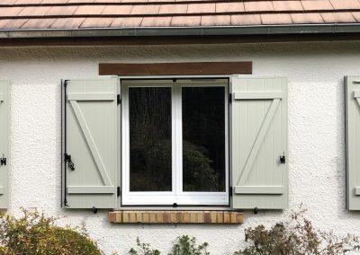 Chantier Huisseau-sur-Mauves : menuiserie PVC blanches et volets PVC vert clair