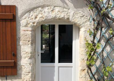 Chantier Saint-Hylaire-Saint-Mesmin : porte d'entrée ouvrant traditionnel