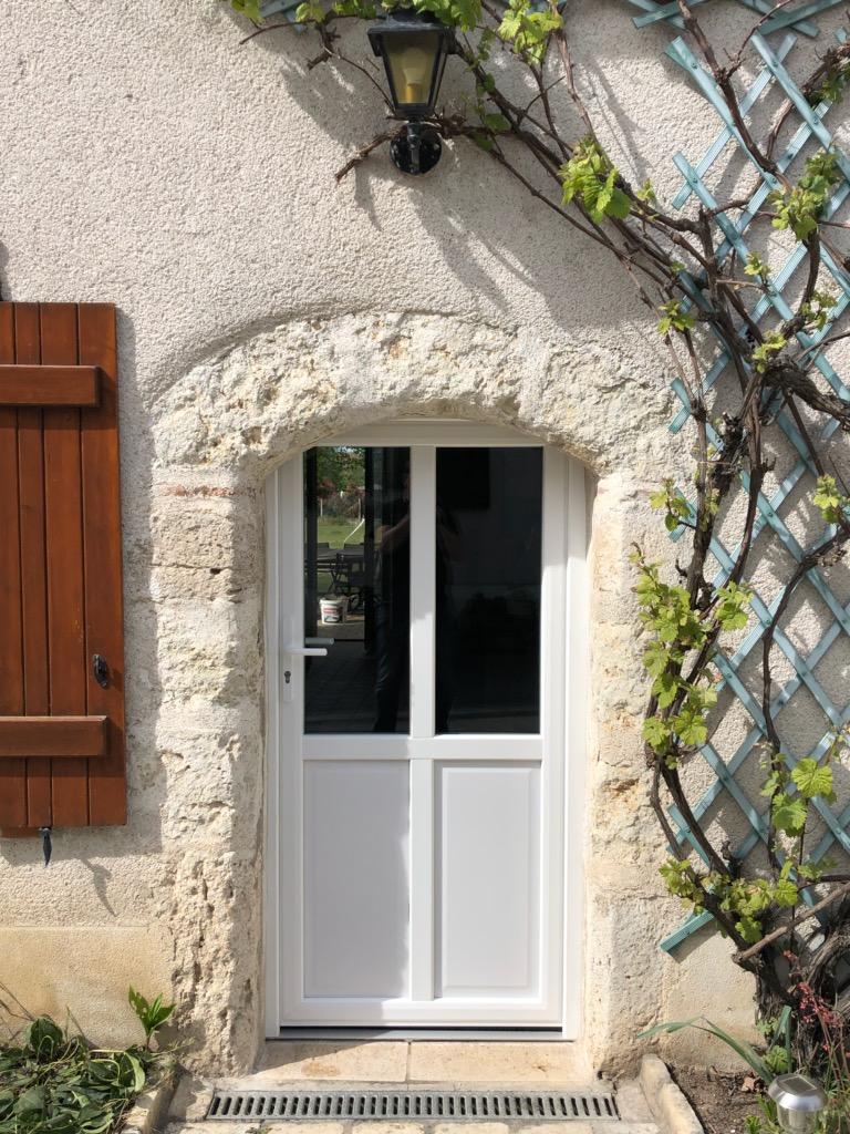 porte d'entrée ouvrant traditionnel | Pouet Menuiserie